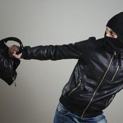 Преступники выключают свет: в Киеве участились грабежи в подъездах