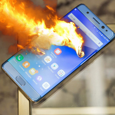 В России особняк чиновника сгорел из-за смартфона Samsung Galaxy (фото)