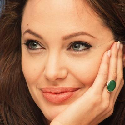 Свежая и счастливая: Анджелина Джоли появилась на публике после развода (фото)