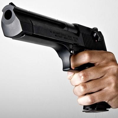 В киевском трамвае 17 летний парень угрожал пассажирам пистолетом