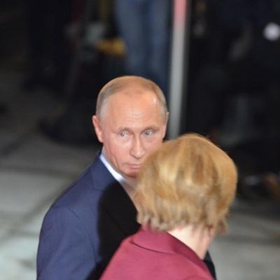 Привет, и с песней: Путина встретили в Берлине под «хитовую песенку» (видео)