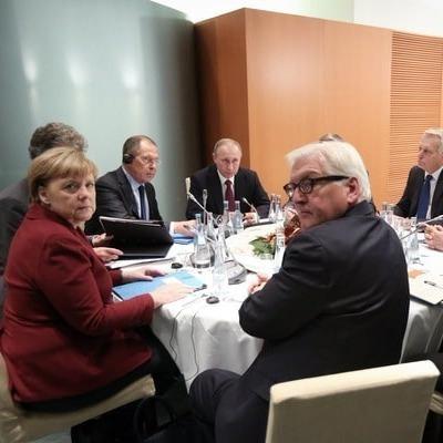 Порошенко покинул зал переговоров в «нормандском формате»