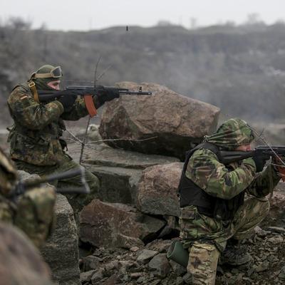 Боевики уводят бронетехнику из Дебальцево и зарываются в землю под Старобешево