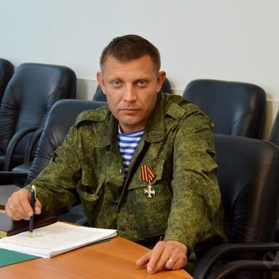Захарченко похвастался фотографией в кресле сбитого «Боинга» (фото)