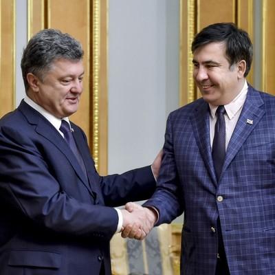 Конец дружбы: Порошенко лишает гражданства Саакашвили
