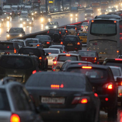 Все в объезд: огромная пробка в центре города (видео)