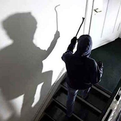 В Виннице вор залез в квартиру, в которой спал вооруженный сотрудник полиции