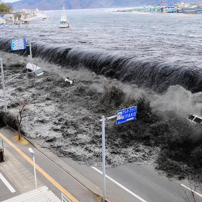 На Фукусиму снова идет цунами