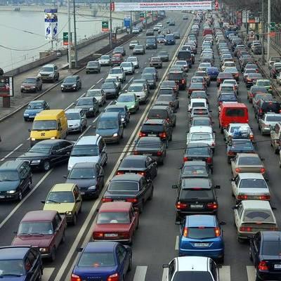 Чолоколивский бульвар и улица Гетьмана стоят в пробке из-за ДТП