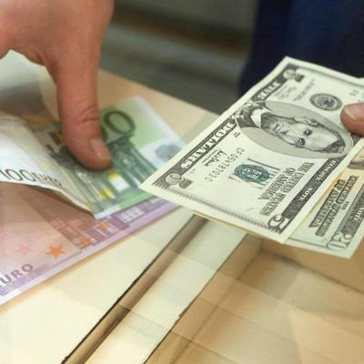 Банкир рассказал, кто зарабатывает на раскачивании курса гривны