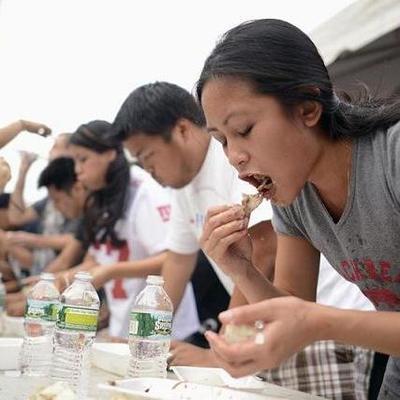 Не справился: В Японии участник конкурса поедания на скорость подавился и умер