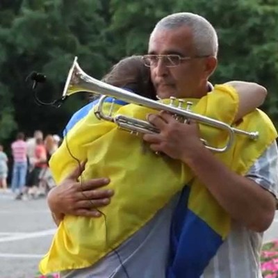 В трубача Майдана украли его знаменитую трубу (видео)