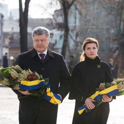 Президент с женой почтили память жертв Голодомора (Фото)
