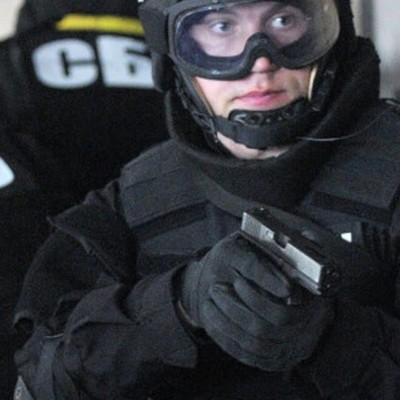 Сотрудники СБУ поймали двух военных на миллионной взятке (Фото)