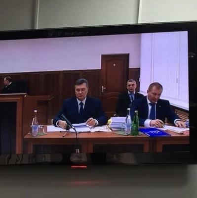 Допрос Януковича снова вызвал ажиотаж в суде - онлайн трансляция