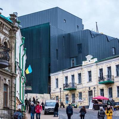 Киевлян пригласили на митинг против уродливого здания на Андреевском