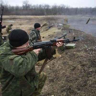 Боевики стреляют из БМП, зениток и гранатометов