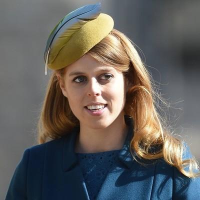 Все могут короли: Британская принцесса порезала мечом певца Эда Ширана (Фото)