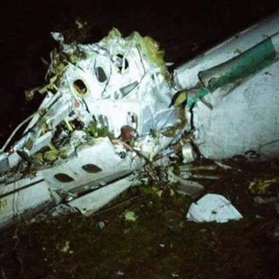 Появились жуткие фото и видео с места падения самолета с футболистами в Колумбии (видео)