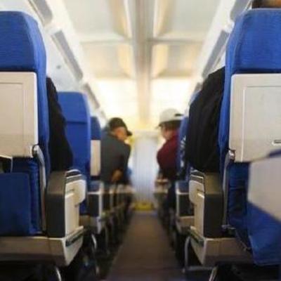 «В голове не укладывается»: Учительница занялась сексом с учеником в самолете