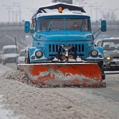Как в Киеве асфальт клали во время снегопада (Видео)