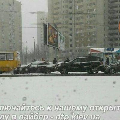 ДТП в Киеве: автомобили встали паровозиком