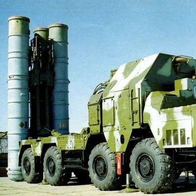 К границе Крыма подводятся войска