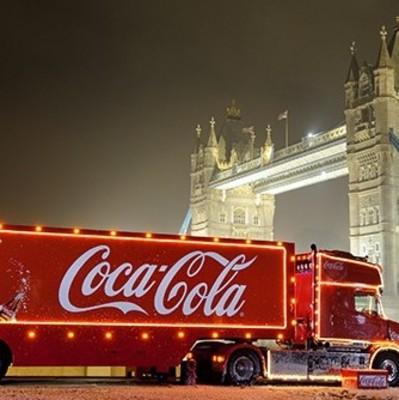 Во Львов идет Новый год: с кранов уже течёт Coca-Cola (фото)