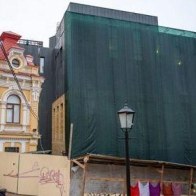 Деятели культуры просят мэра Киева оставить ужасный фасад «Театра на Подоле»