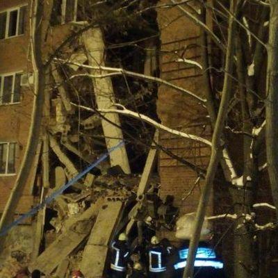 Обрушение общежития в Чернигове: из-под завалов достали ребенка (фото)