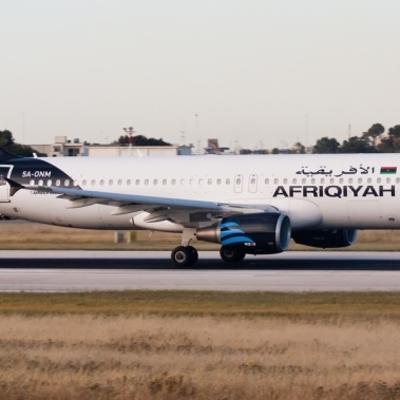 В Ливии неизвестные похитили авиалайнер А320 с пассажирами на борту (фото)