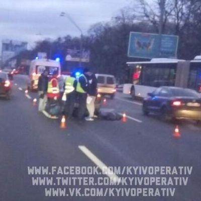 В Киеве насмерть сбили пешехода, который перебегал проспект (фото)