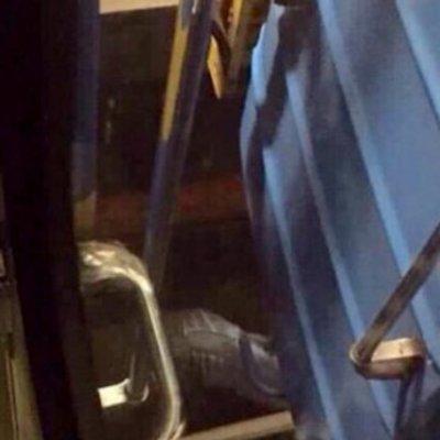 В Киеве спасли мужчину, который упал под вагон поезда в метро