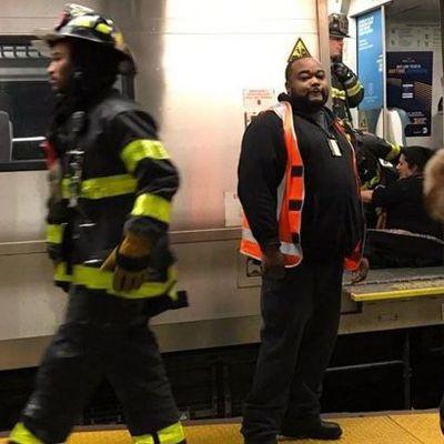 В Нью-Йорке поезд сошел с рельсов, есть пострадавшие