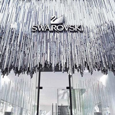 Появились первые умные часы для женщин от Swarovski
