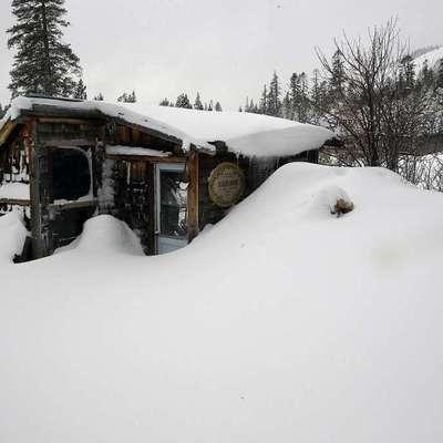 Мощные снегопады и наводнения: ужасные последствия непогоды в Европе (фото)