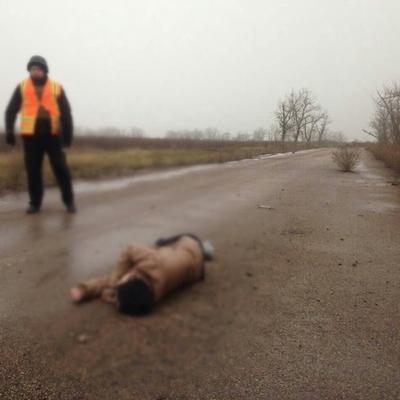 Террористы убили на Донбассе и бросили тело на дороге