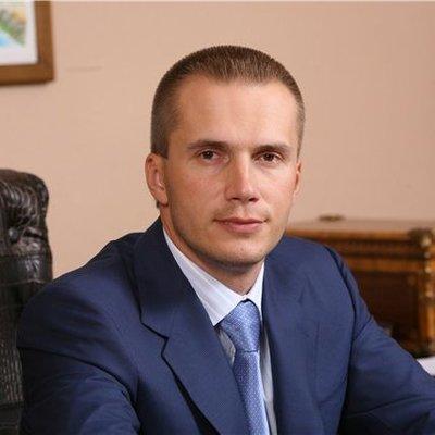 СМИ: сын Януковича инвестирует в строительство в Черногории вместе с моделью Playboy