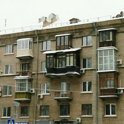В Соломенском районе появился балкон-переросток (фото)