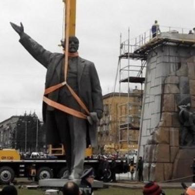 В Запорожье хотят продать памятник Ленину и построить за эти деньги новый - атошникам