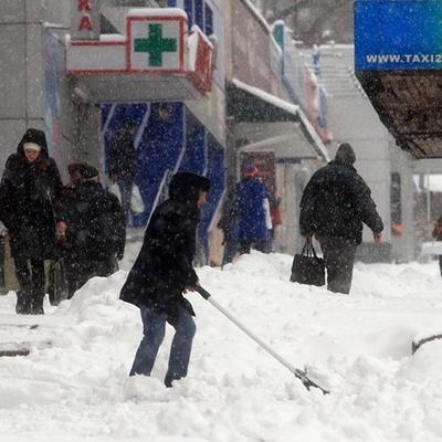 В Днепре неизвестные в масках напали на снегоуборочную машину