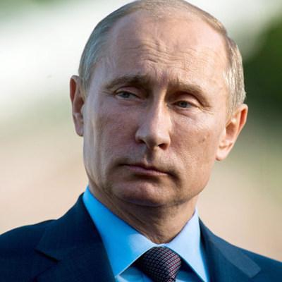 Пожилые актеры требуют от Путина никогда не покидать пост президента РФ (видео)