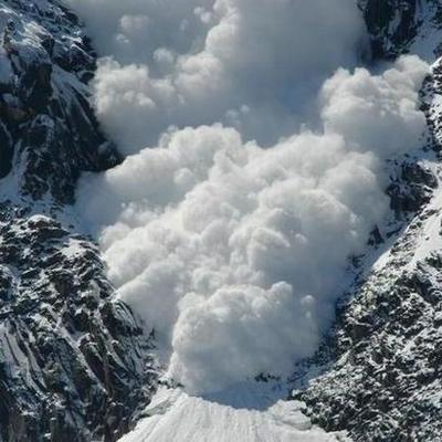 В Закарпатской области произошел очередной сход лавин, движение транспорта затруднено