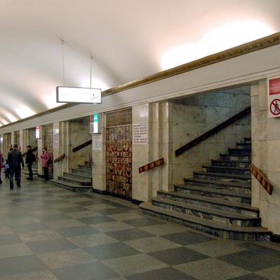 В Киеве из-за «минирования» станцию «Крещатик» закрывали на вход и выход