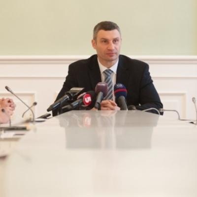 Виталий Кличко: «Мы в основном справились с последствиями снегопада. Сегодня главный акцент - на уборке остановок, тротуаров и дворов»