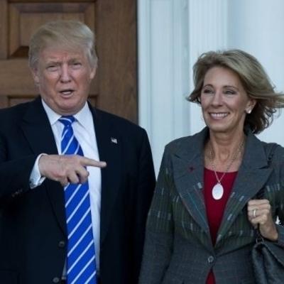 Все свои: министром образования США стала миллиардерша