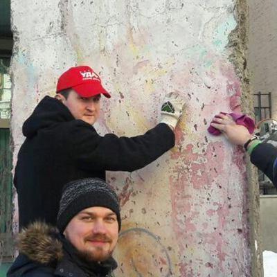 Экс-ударовцы отмыли Берлинскую стену в Киеве, испорченную нардепом Гончаренко