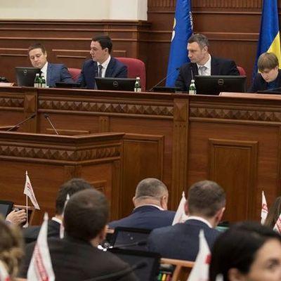 Виталию Кличко передали подписи жителей микрорайона возле станции «Героев Днепра» с их позицией по строительству торгового центра