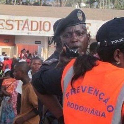 Из-за давки на футбольном стадионе погибло 17 человек, десятки раненых