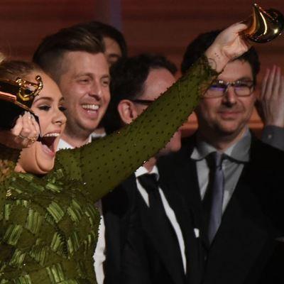 США: Адель и посмертно Дэвид Боуи стали лидерами по наградам на премии «Грэмми»